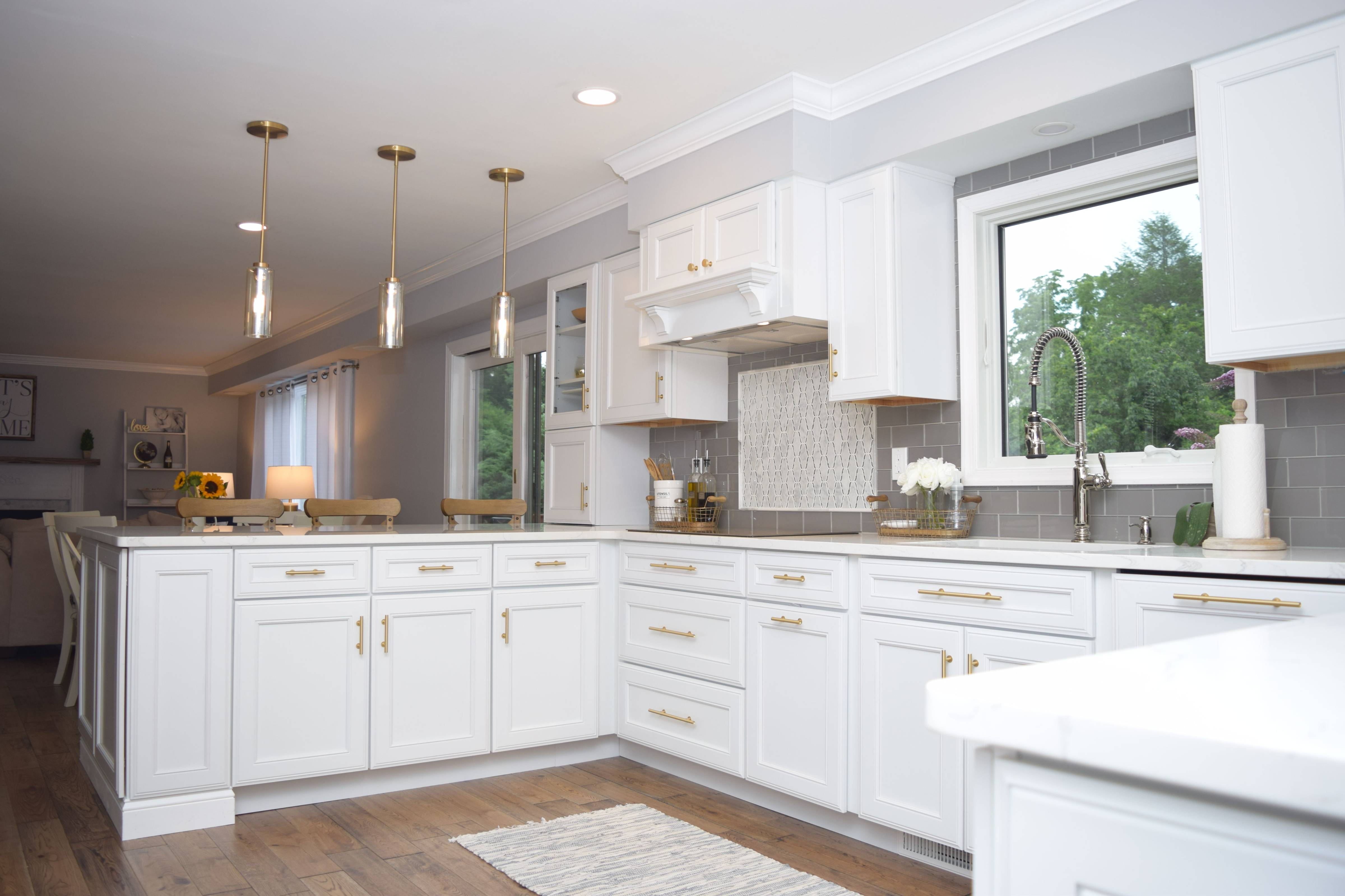 Warm with Gold Accents in the Kitchen