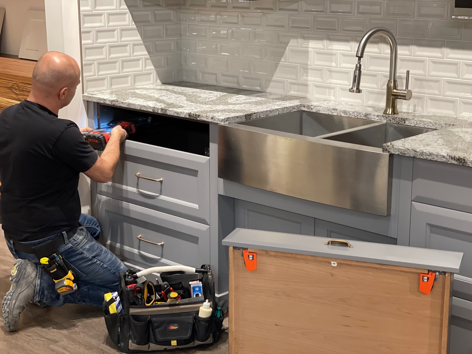 how to install custom kitchen cabinets