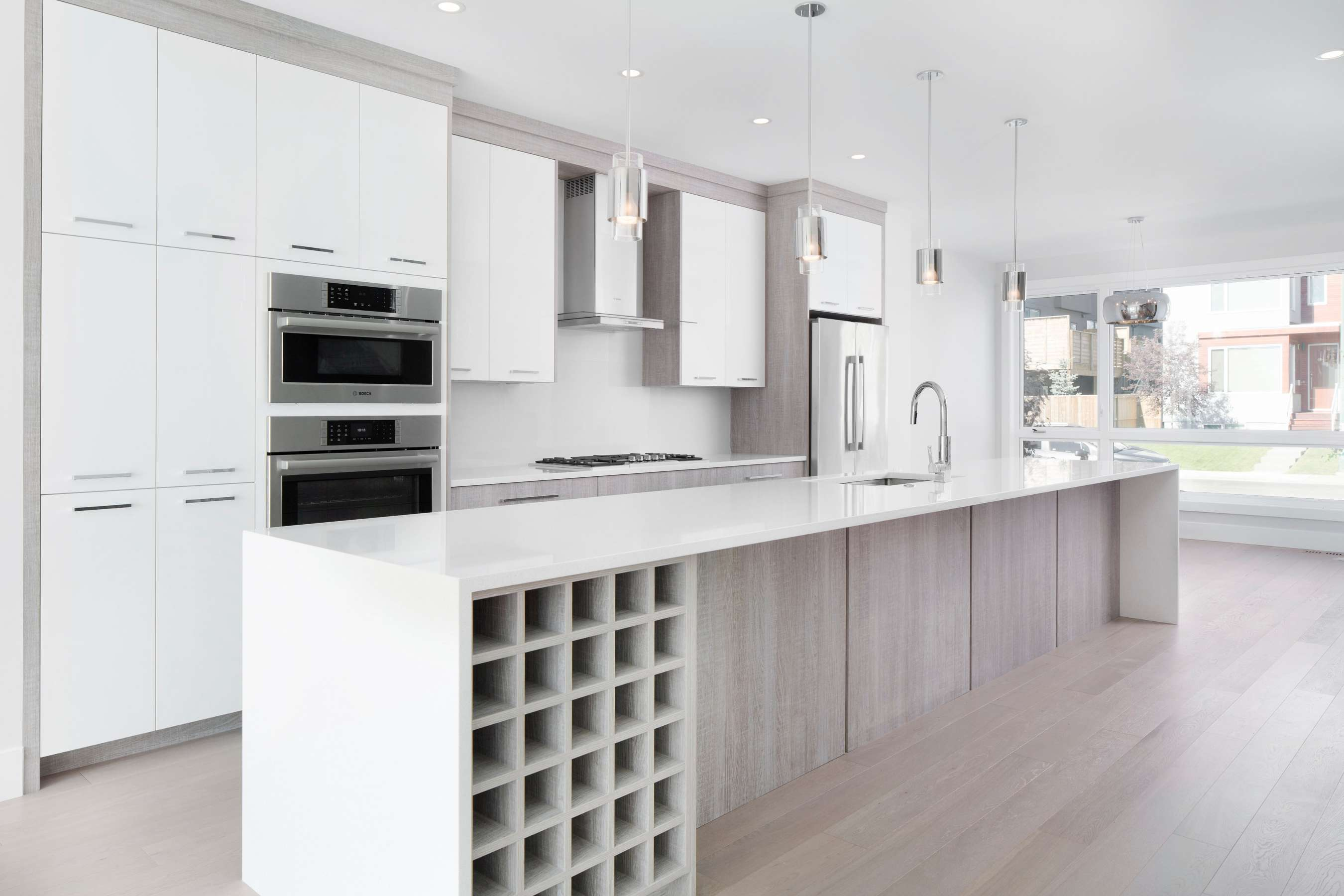 Textured melamine kitchen with high gloss doors