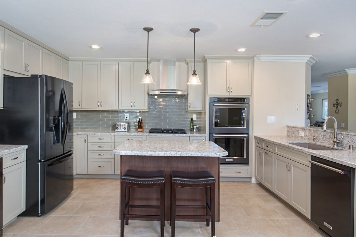 Large U-shaped Kitchen Layout
