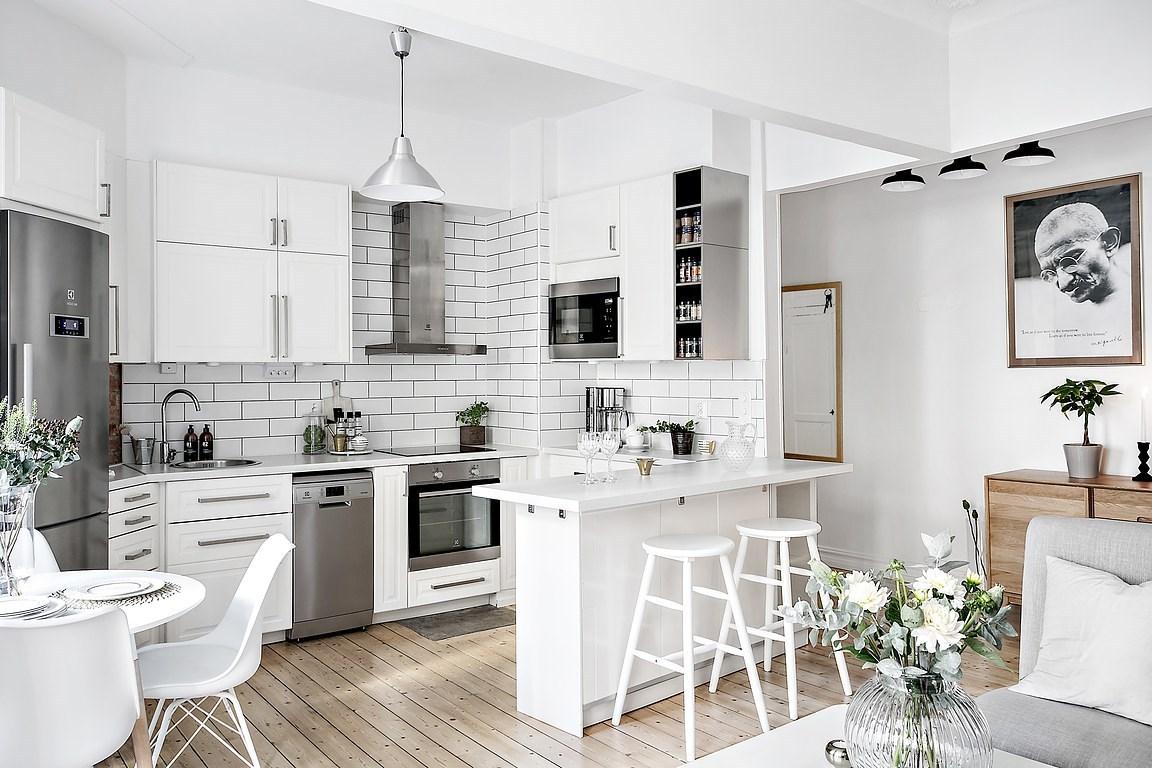 U-shaped Kitchen With a Peninsula